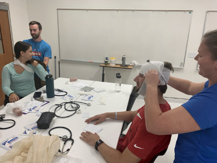 WMed Students Practice in the Simulation Center